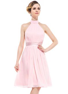 A-linjainen/Prinsessa Niskalenkillä Polvipituinen Sifonki Morsiusneitojen mekko jossa Rypytys (007051370)