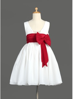 A-Line/Princess Knee-length Flower Girl Dress - Chiffon Sleeveless V-neck With Sash/Bow(s) (010014600)