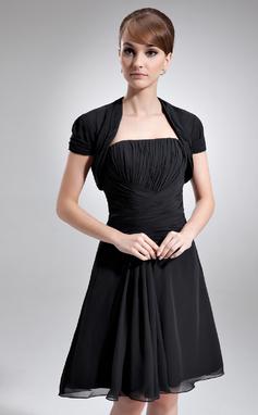 A-Lijn/Prinses Strapless Knie-Lengte De Chiffon Moeder van de Bruid Jurk met Roes (008016750)