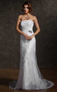 Sheath/Column Strapless Court Train Tulle Wedding Dress With Lace Beading Crystal Brooch Bow(s) (002011623)