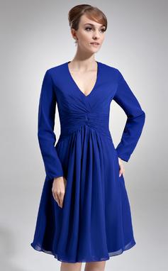 Forme Princesse Col V Longueur genou Mousseline Robes style Kate Middelton avec Plissé (044020782)