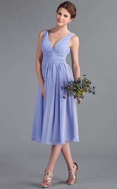 Vestidos princesa/ Formato A Decote V Comprimento médio De chiffon Vestido de madrinha com Pregueado (018026262)