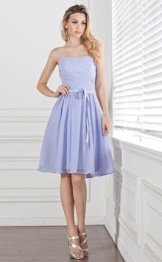 A-Line/Princess Sweetheart Knee-Length Chiffon Bridesmaid Dress With Ruffle Sash (007004304)