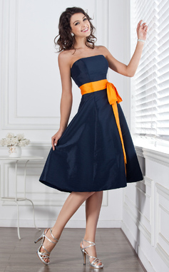 A-Line Strapless Knee-Length Taffeta Bridesmaid Dress With Sash Bow(s) (007004106)