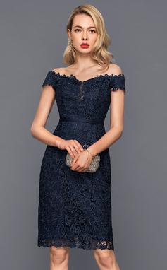 Платье-чехол Выкл-в-плечо Длина до колен Кружева Коктейльные Платье (016140383)