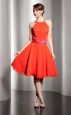 A-Line/Princess Scoop Neck Knee-Length Chiffon Bridesmaid Dress With Sash (007051868)