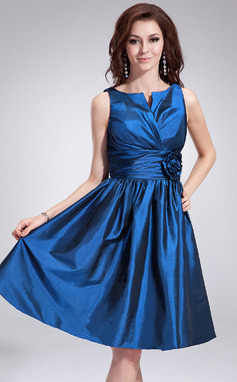 A-Line/Princess V-neck Knee-Length Taffeta Bridesmaid Dress With Ruffle Flower(s) (007051837)
