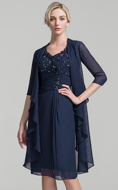 Sheath/Column V-neck Knee-Length Chiffon Mother of the Bride Dress With Ruffle Beading Sequins (008091939)