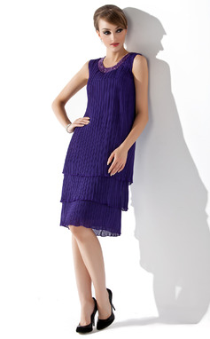A-Line/Princess Scoop Neck Knee-Length Chiffon Mother of the Bride Dress With Beading Sequins Pleated (008005994)