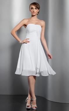 A-Line/Princess Sweetheart Knee-Length Chiffon Bridesmaid Dress With Ruffle (007051867)