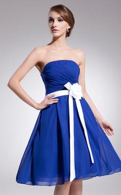 A-Line/Princess Strapless Knee-Length Chiffon Homecoming Dress With Ruffle Sash Flower(s) (022014521)
