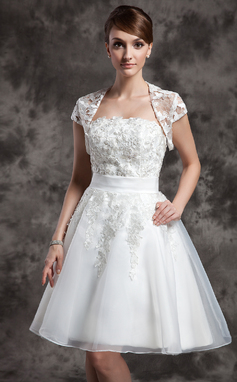 Corte A/Princesa Estrapless Hasta la rodilla Organdí Vestido de novia con Encaje (002024081)