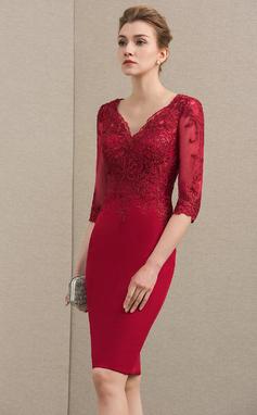 Etui-Linie V-Ausschnitt Knielang Spitze Strech-Krepp Kleid für die Brautmutter mit Pailletten (008154439)
