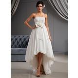 Трапеция/Принцесса Без лямок Асимметричный Тафта Свадебные Платье с кружева Цветы Бант(ы) (002022672)