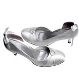 Vrouwen Satijn Stiletto Heel Closed Toe Pumps met Bergkristal Ribbon Tie (047011064)