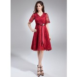 A-Line/Princess V-neck Knee-Length Lace Mother of the Bride Dress With Crystal Brooch Bow(s) (008005631)