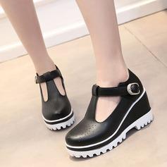 Женщины кожа Вид каблука Закрытый мыс Танкетка с пряжка обувь (086119369)