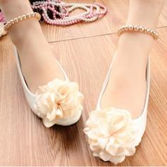 Женщины кожа Плоский каблук Закрытый мыс На плокой подошве с Имитация Перл Цветок (047104067)