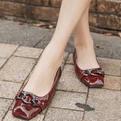 Женщины Лакированная кожа Плоский каблук На плокой подошве Закрытый мыс с Цепь обувь (086132710)