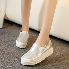 Женщины кожа Вид каблука Закрытый мыс Танкетка с Соединение врасщеп обувь (086119393)
