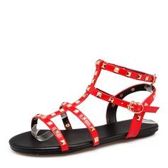 Женщины Лакированная кожа Плоский каблук Сандалии На плокой подошве с заклепки обувь (087157099)