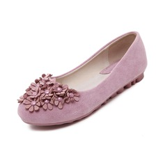 Women's Suede Flat Heel Flats Closed Toe With Flower shoes (086094914)