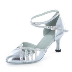 Mulheres Couro Espumante Glitter Saltos Bombas Salão de Baile com Correia de Calcanhar Sapatos de dança (053021435)