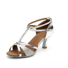Mulheres Couro Espumante Glitter Saltos Sandálias Latino com Correia -T Correia de Calcanhar Sapatos de dança (053063277)